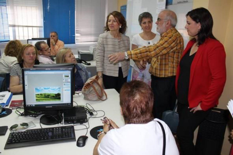 El Gobierno de Castilla-La Mancha pone en marcha el programa CapacitaTIC+55 para introducir a 500 mayores en las nuevas tecnologías