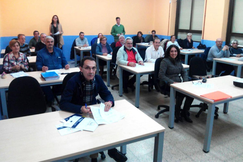 Mayores de Talavera en una Masterclass de CapacitaTIC+55