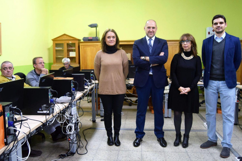 Inauguración de un curso de Informática I en Talavera