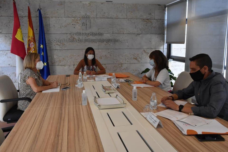 Reunión entre Bárbara García Torijano, Ana Saavedra, Eugenia Fernández y José Miguel Pérez Taboada
